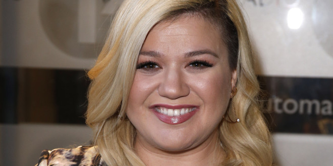 LONDON, UNITED KINGDOM - FEBRUARY 17: Kelly Clarkson seen arriving at the BBC Radio 1 Studios on February 17, 2015 in London, England. (Photo by Neil Mockford/Alex Huckle/GC Images)