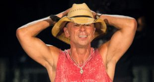 kenny-chesney-arms-up