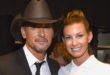Tim McGraw (L) and Faith Hill
