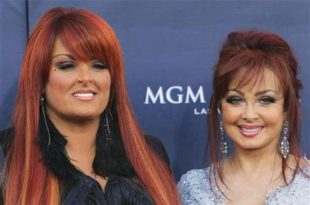 The Judds arrive at the 46th annual Academy of Country Music Awards in Las Vegas