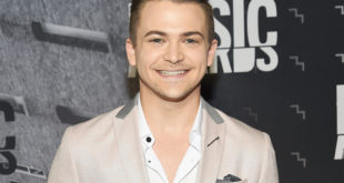 Hunter-Hayes-cmt-2017-red-carpet-billboard-1548